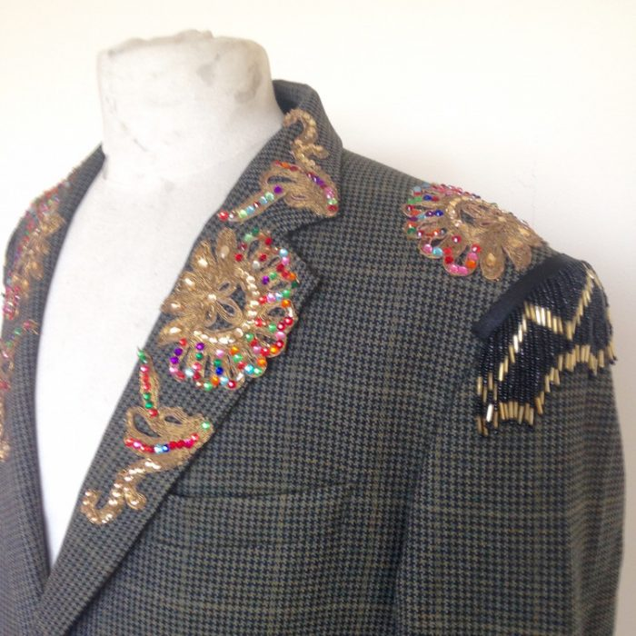 collar and shoulder detail